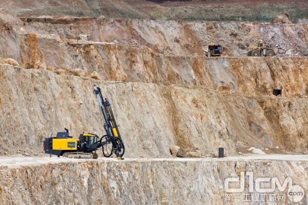安百拓 FlexiROC D55露天凿岩设备