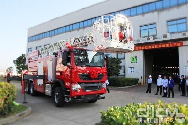 中联重科34米曲臂云梯消防车下线仪式现场