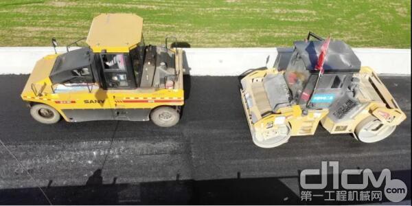 三一双钢轮和胶轮压路机在旬凤高速施工