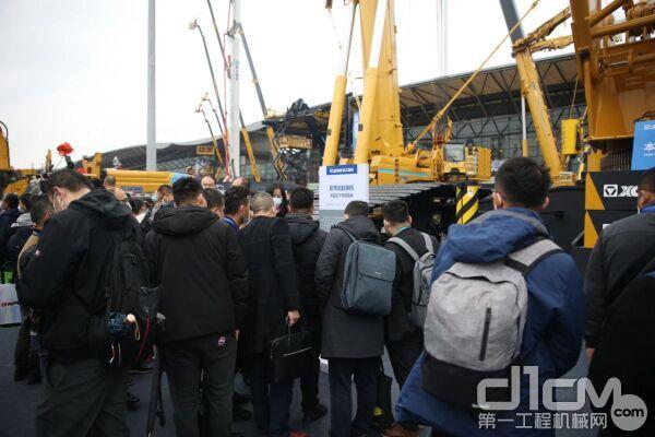 2020上海宝马展,徐工XGC11000A傲然屹立,引发众人频频围观