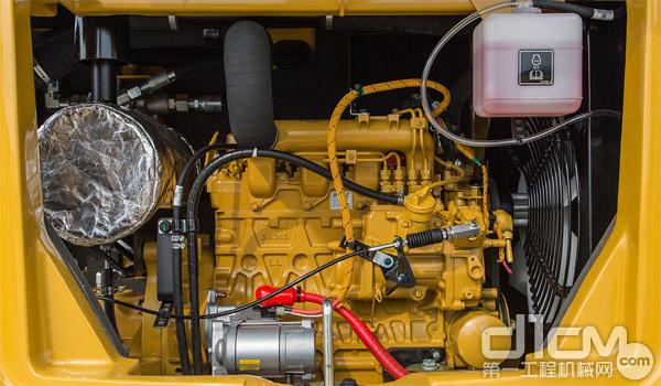 CAT 305.5E2发动机进气管路布置合理