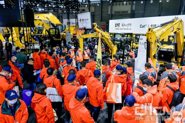 工程机械BOSS团围观卡特彼勒小挖展台