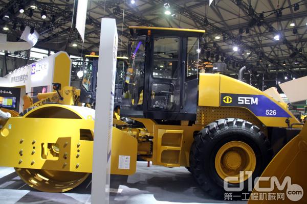 山工机械压路机SEM526