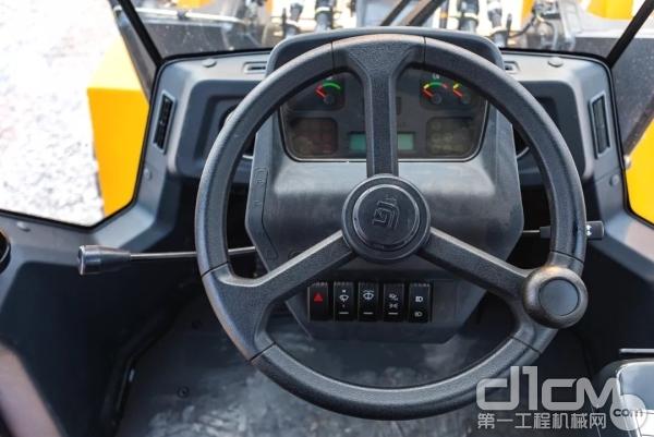 微增压密封驾驶室,能阻止粉尘、有效降噪