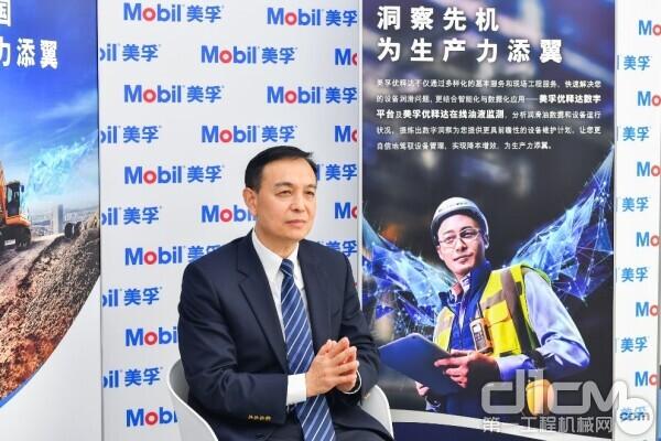 埃克森美孚(中国)投资有限公司企业用户业务总经理杨东接受媒体采访