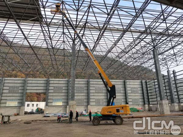 徐工高空作业平台在陕西某矿施工