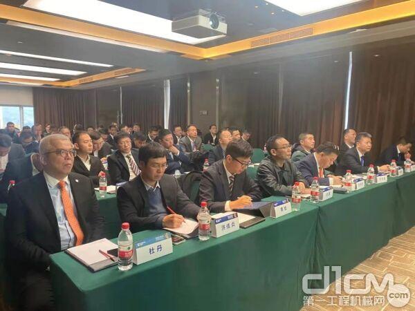 2020年国内经销商商务大会起重机专题会议