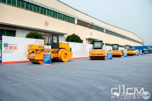 柳工路机 20 年完成五代产品升级换代