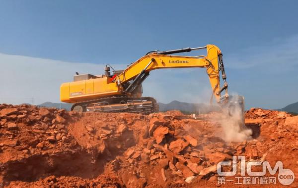 柳工956EHD挖掘机,颜值与实力并存
