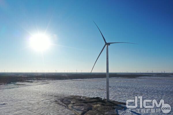 中联重科起重机助力内蒙古风电建设