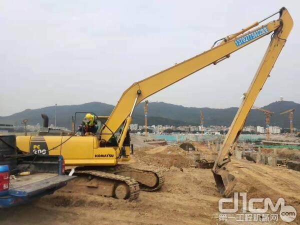 强仔的公司专门经营加长臂特种机械设备租赁
