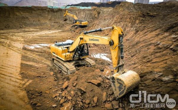 △ 柳工<a href=http://product.d1cm.com/wajueji/ target=_blank>挖掘机</a>参建重大上市政工程