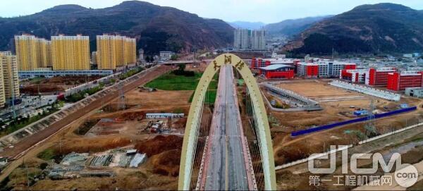 △ 18年正式通车的斜拉钢索大桥—天润桥