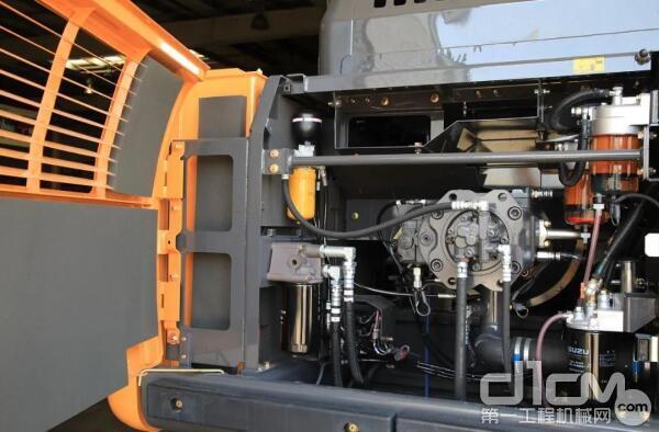 配装212kW五十铃GH-6HK1X发动机的CX380C-8