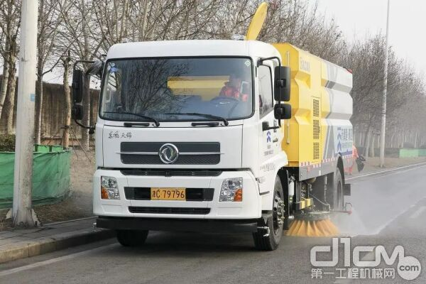 在天津港港区服务的徐工环卫机械已有近50台