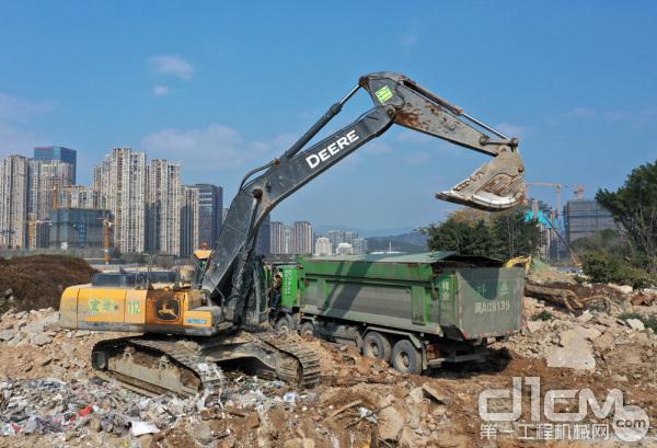 """约翰迪尔挖掘机""""战斗""""在福建建筑工程施工领域"""