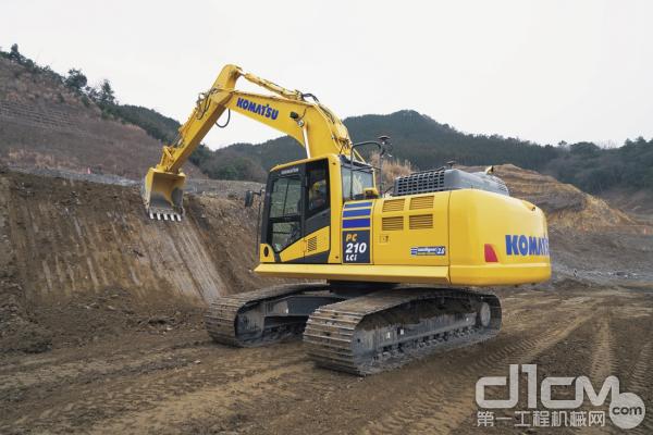 小松PC210LCi-11挖掘机