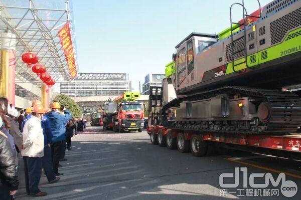 ▲中联重科桩工设备从上海工业园启程交付客户
