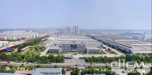 2013年底,徐工道路机械事业部成立