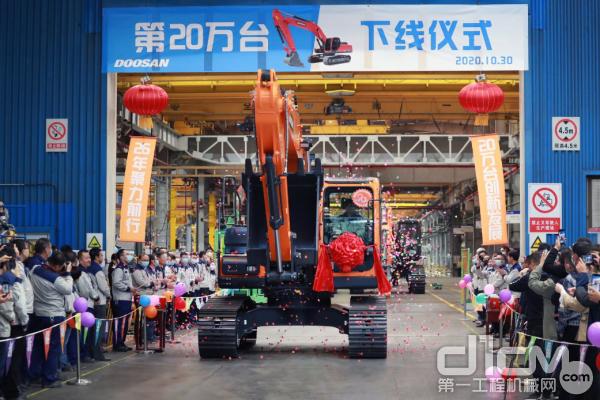 山工程机械在进军中国的海外企业中首次达成挖掘机累计产量20万台记录