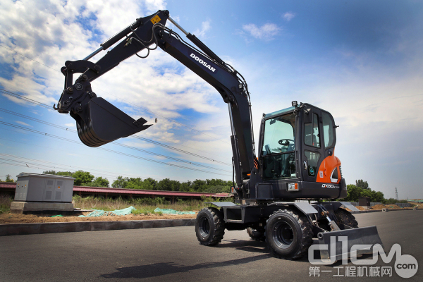 斗山工程机械去年在中国市场推出的全新6吨级<a href=http://product.d1cm.com/lunshiwajueji/ target=_blank>轮式挖掘机</a>(DX60W ECO)