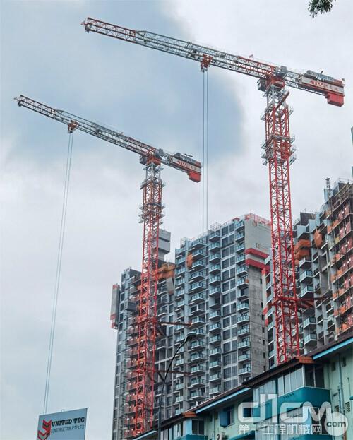 △中联重科T1200-64W塔机在新加坡南峰雅苑住宅项目施工现场