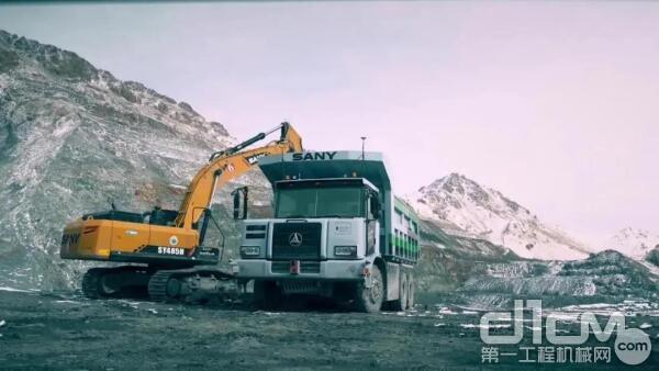 无人驾驶矿车配合无人挖机