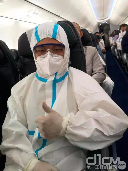 魏衡在飞机上