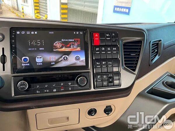 驾驶室内标配5寸大液晶智能仪表