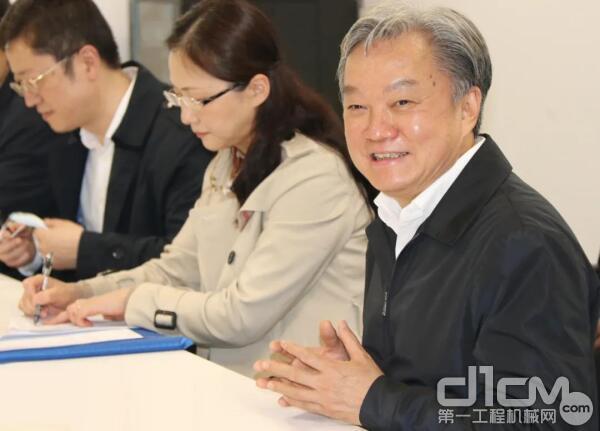 图:广东省人社厅厅长陈奕威在人才座谈会上发言