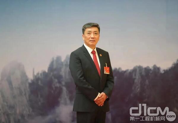 全��人大代表、合肥工�I大�W教授、合肥工大高科信息科技股份公司董事�L魏臻