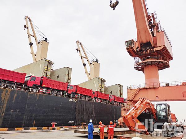 交付机器即将运往肯尼亚大坝项目