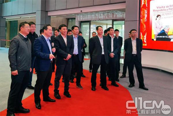 李汉阳在三一重卡董事长梁林河陪同下参观三一集团