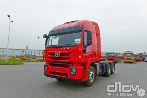 红岩杰狮M500 6×4<a href=http://product.d1cm.com/qianyinche/ target=_blank>牵引车</a>