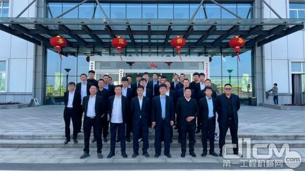 中建七局动臂塔机专项培训合影