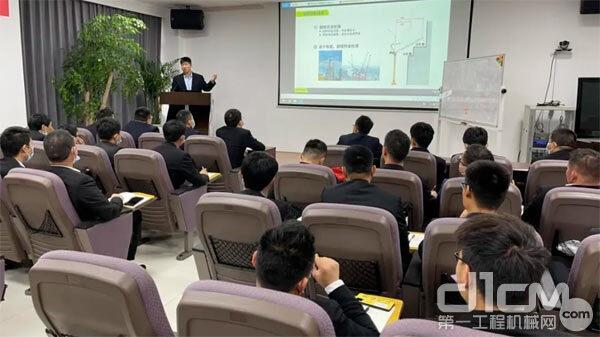 中联重科动臂塔机平台经理冯军授课