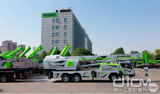 △中联重科研制的全球首台纯电动汽车起重机