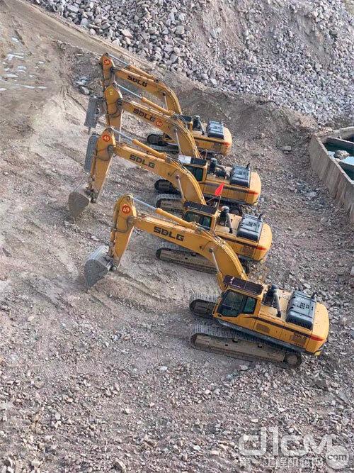 施海楠管理的临工挖掘机