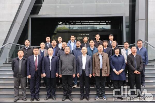 江苏省交建局领导一行莅临中联重科考察