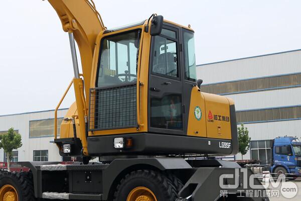 临工建机LG95F轮挖驾驶室拍图