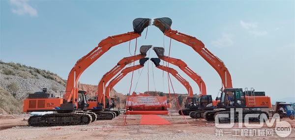 日立建机交付6台ZX490LCH-5A大型液压挖掘机