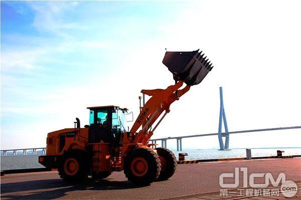 厦工N系装载机在港口码头