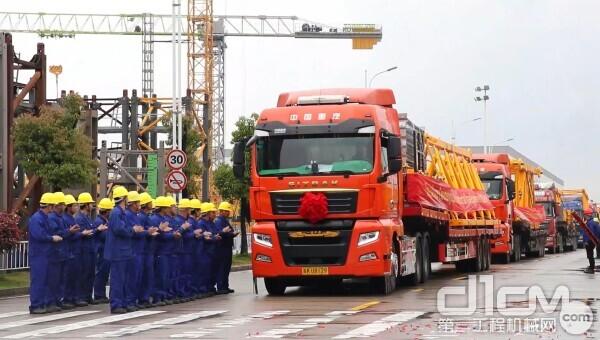 △中联重科T1200-64门架式塔机出口印尼发货现场