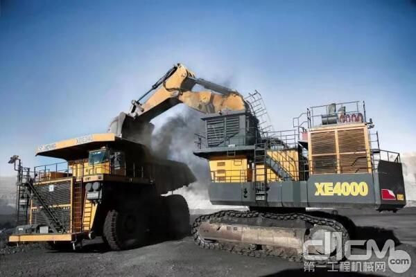 徐工400吨矿用<a href=http://product.d1cm.com/wajueji/ target=_blank>挖掘机</a>