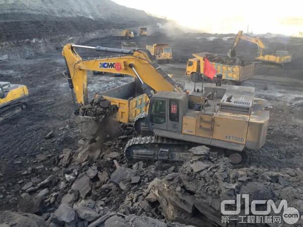 """徐工400吨矿用挖掘机与240吨矿车这组""""矿山巨无霸""""太吸睛了"""
