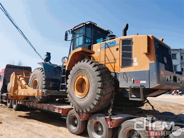 徐工DL350型9吨大马力轮式推土机