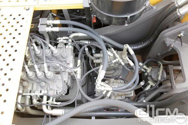 临工E6500F PLUS的液压系统选用双回转马达