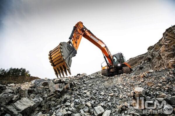 斗山DX350LC-7挖掘机