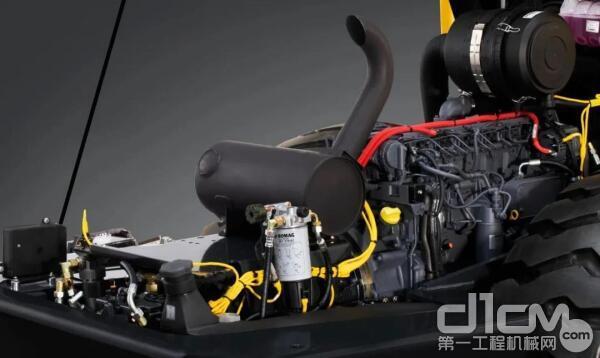 宝马格BW226DH-5单钢轮压路机采用原装进口道依茨 6 缸柴油发动机