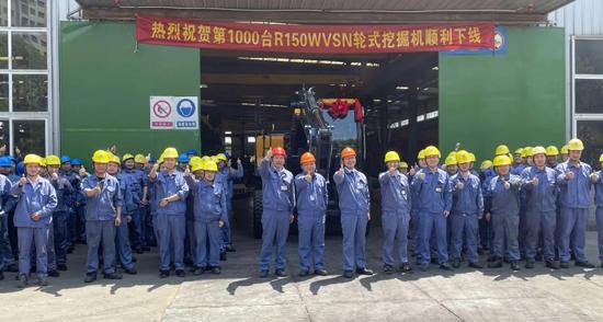 国机重工常林第1000台R150W轮挖下线